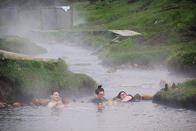 Karšta upė Islandijoje
