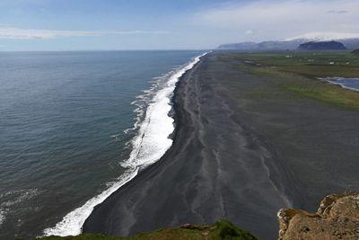 Juodas paplūdimys Islandijoje