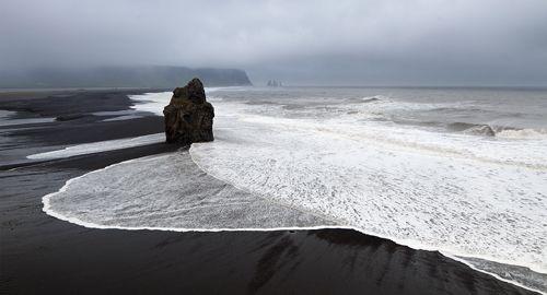 Juodi paplūdimiai Islandijoje