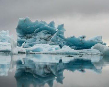 ledkalnių ežeras Islandija